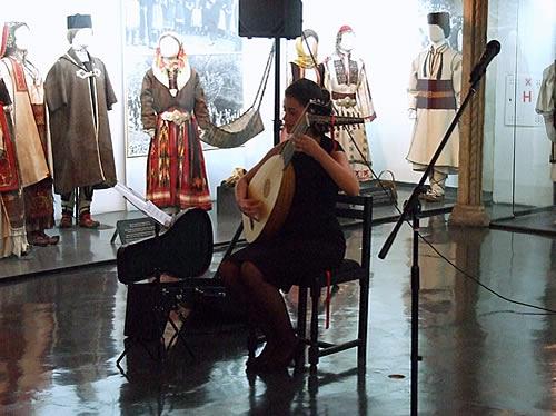 7 Program večeri je otpočelo zvucima laute u izvedi Hane Alivodić