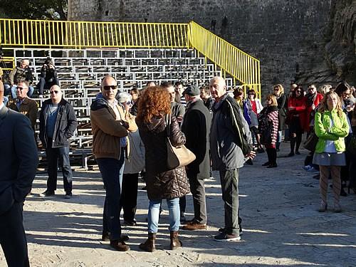 Posjetioci ispred crkve Santa Maria - 2