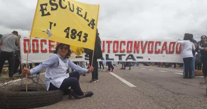 Delantales a la calle (otra vez): La docencia marcha exigiendo salarios dignos