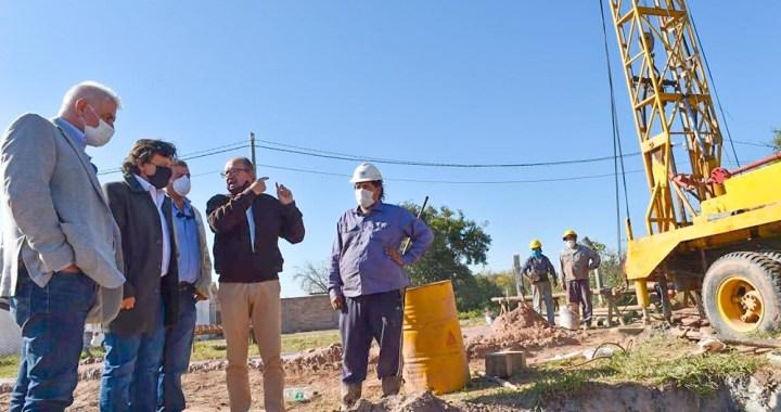 """Sáenz en El Quebrachal: """"Estamos construyendo más de 30 pozos de agua en la provincia"""""""