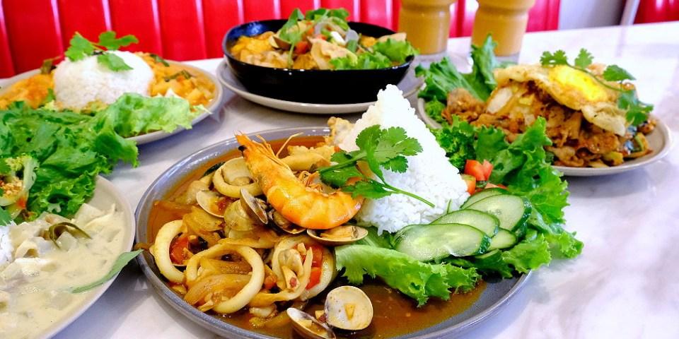 <台中泰式> 張波歺室,隱身在模範街內的人氣泰式餐館,餐點平價美味,環境融入南洋風貌!