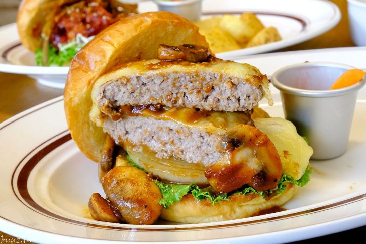 20210903195246 17 - 隱藏在麵包店二樓的漢堡店,青春漢堡,老宅內販售著日式洋食~