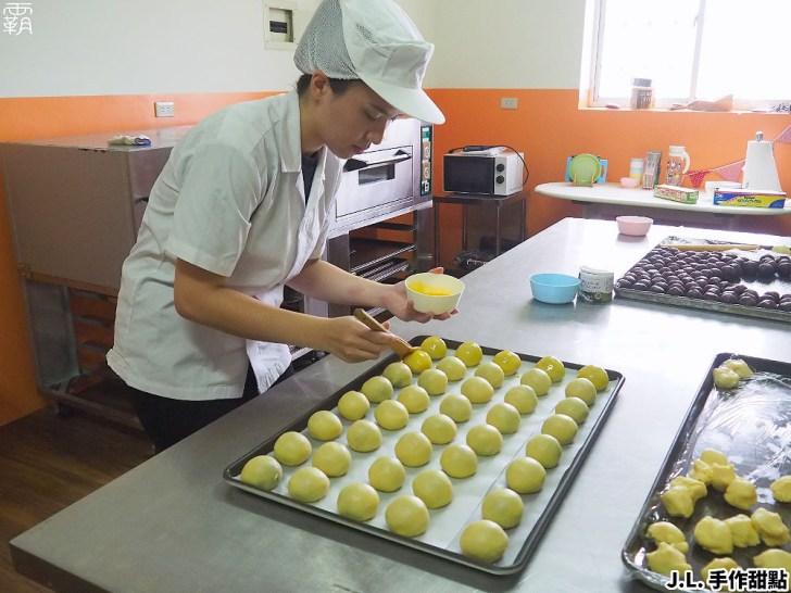 P8260663 01 - 熱血採訪   傳承四代的佶利蛋行竟然賣起蛋黃酥!現場免費試吃,自家紅土鹹鴨蛋製作