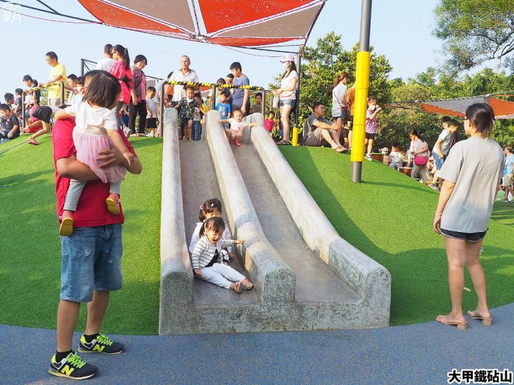 PA040127 01 - 雕塑公園新增溜滑梯、沙坑、爬網等設施,假日時刻家長們溜小孩的好去處~