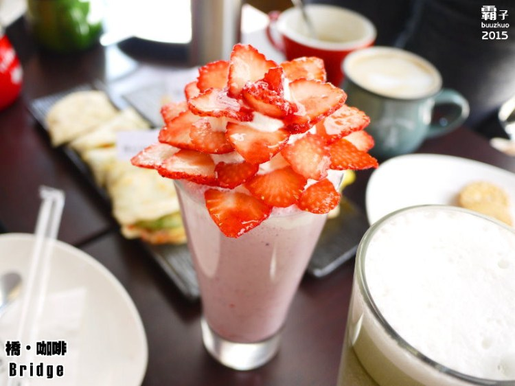 橋˙咖啡,花都開了之草莓開花爆炸等級,還有獨特的薄脆橋餅~