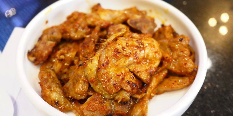 首塢爾韓式料理,中港店裝潢氣派又明亮,划算的吃法就是套餐再單點喜歡的菜色~