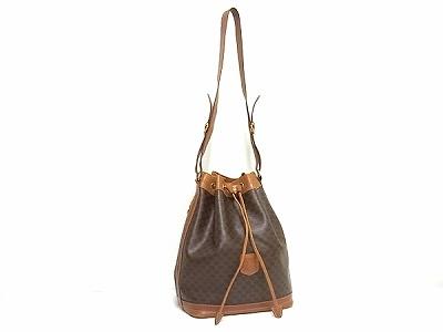 セリーヌのヴィンテージ巾着バッグでファッションを楽しむ!