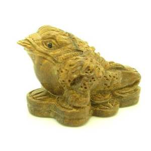 Money Frog on Bed of Coins Carving1