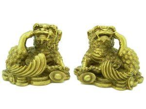 Brass Three Legged Pi Kan With Treasure1