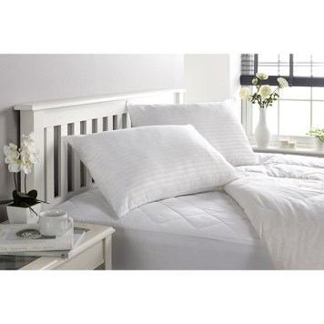 Downland Soft To Touch Satin Stripe Anti Bacterial Super King 10.5 Tog Duvet & Pillow (Pair)