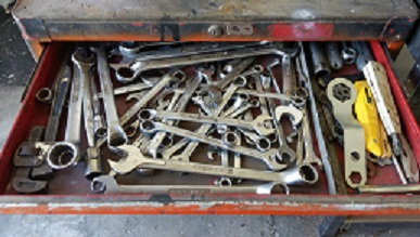 Multi drawer toolbox, with various tools