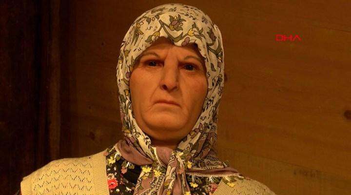 Büyükanne ve dedesinin anısını 'Balmumu heykelleri' ile yaşatıyor
