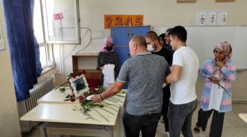 Mardin'deki kazada hayatını kaybeden öğretmenler için okullarında anma programı düzenlendi.