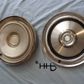 back and front view of hubcap # c14chry1975_8
