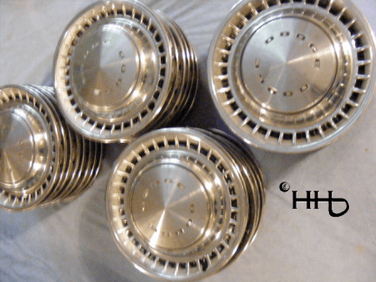 group view of hubcap # c14dodg1972_6