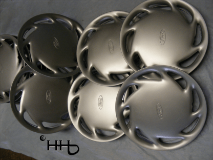 Group of hubcap # c13ford1992-5