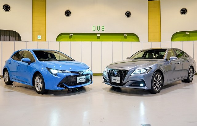 トヨタ自動車のコネクテッドカーはT-ConnectでLINEもできるが便利?カローラ、クラウンで販売。価格も維持費も高い。個人情報の用途も気になるが売れる?