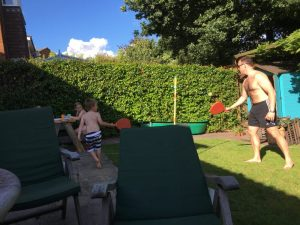 Buzymum - Playing in the garden with Daddy