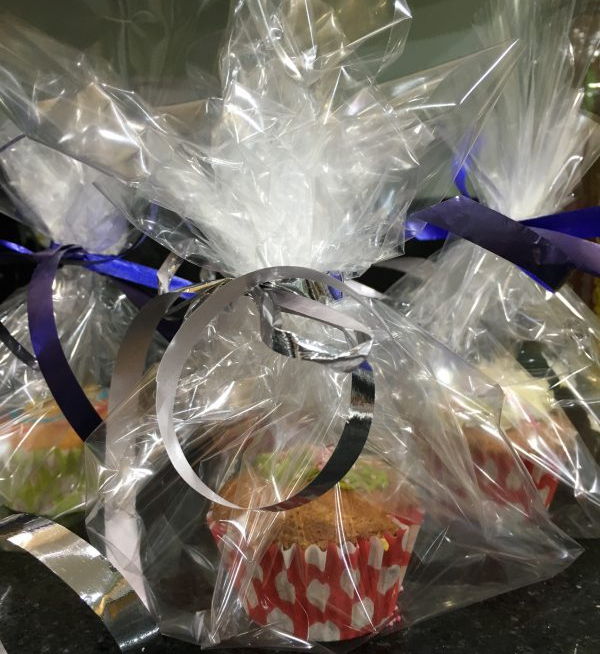 Buzymum - Cakes wrapped as party gifts