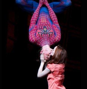Örümcek Adam Peter Parker ve sevgilisi Mary Jane Watson