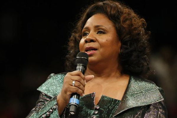 Serita Jakes Delivers Emotional Mother's Day Sermon, Breaks | AM