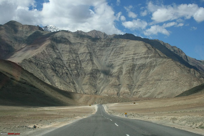 Photo Credit http://pehchaanindia.com/travel/curiouswandering/magnetic-hill-ladakh-india/