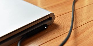 Should You Always Keep Your Laptop Plugged In?