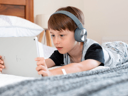 Technology's 6 Negative Effects on Children (And What You Can Do)