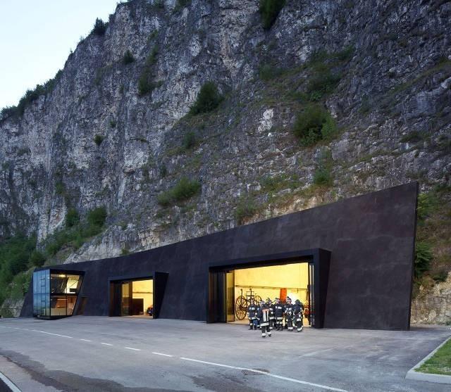 İtalya'da İtfaiye İstasyonuİtalya'da İtfaiye İstasyonu