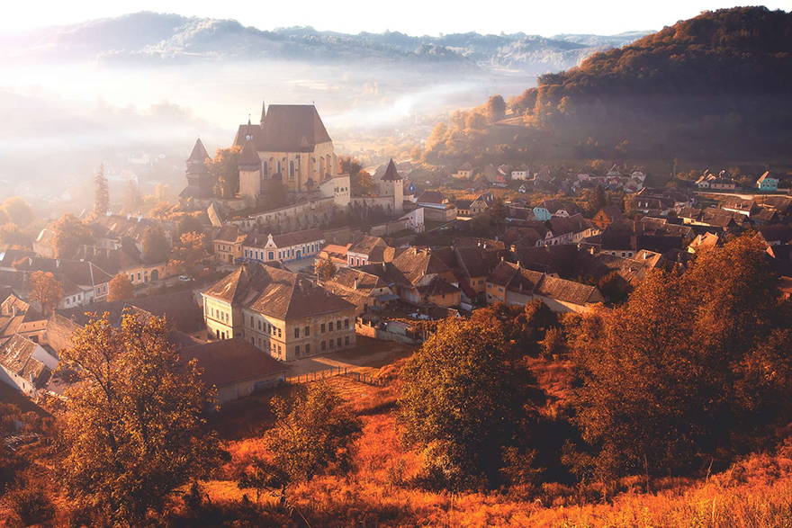 https://i1.wp.com/buzzive.com/wp-content/uploads/2014/11/5.-Autumn-in-the-Village-Biertan.jpg