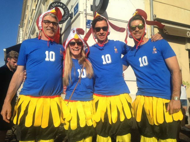 Les Les supporters ont sorti leur plus beau costume (Crédit : E.H.)sont toujours originaux (Crédit : E.H.)