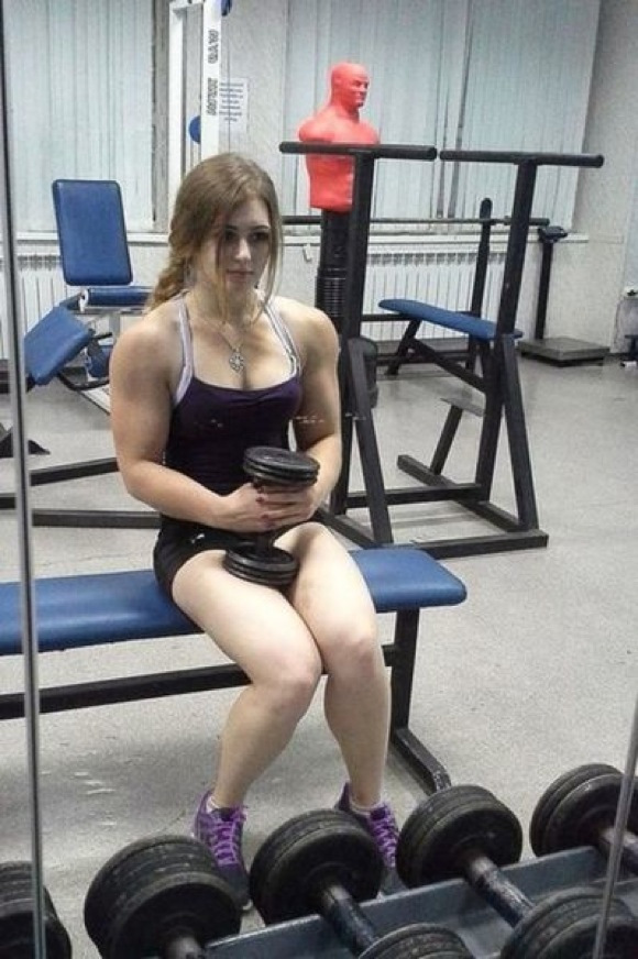 the_super_strong_girl_with_640_25_580