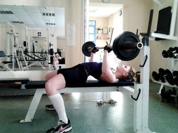 the_super_strong_girl_with_640_26_580