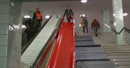 階段が滑り台