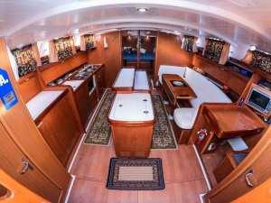 Beneteau Cyclades 50 Tatonka-01 saloon salon