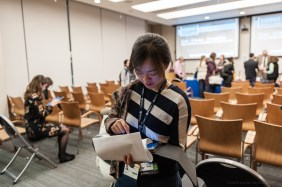 Jingyi Qian casts a final vote in the competition for the BRIght Futures Prize.