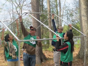 From left: Students Paula Roy-Burman, MD, John Noyes, Matthew Levine and Zhechen Hong erect a shelter for a refugee family during a simulated refugee crisis. Photo courtesy of Adina Davies.