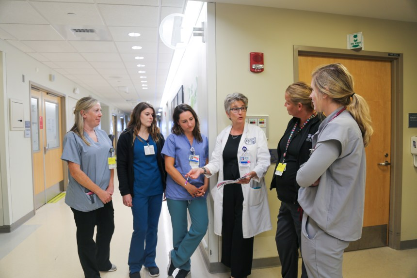 Christine Murphy, fourth from left, rounds on Shapiro 7 East to review the specialized care approach for patients with substance use disorder who undergo cardiac surgery.