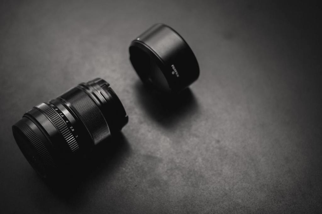 detached-camera-lens-hood