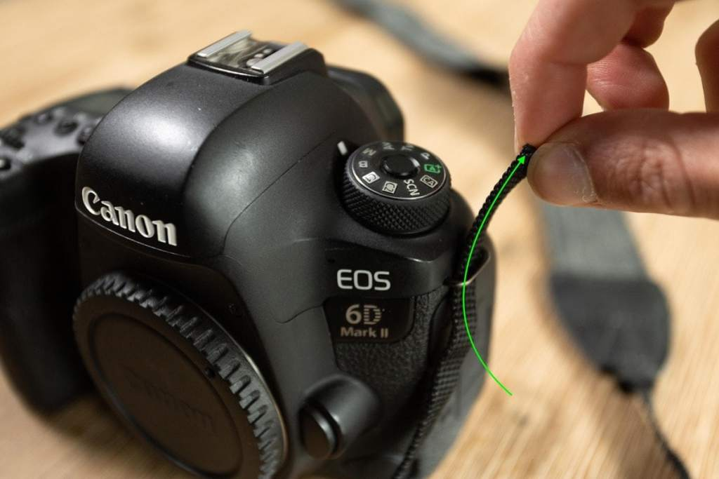 how-to-tie-camera-strap-2