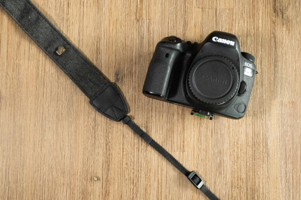 how-to-tie-camera-strap