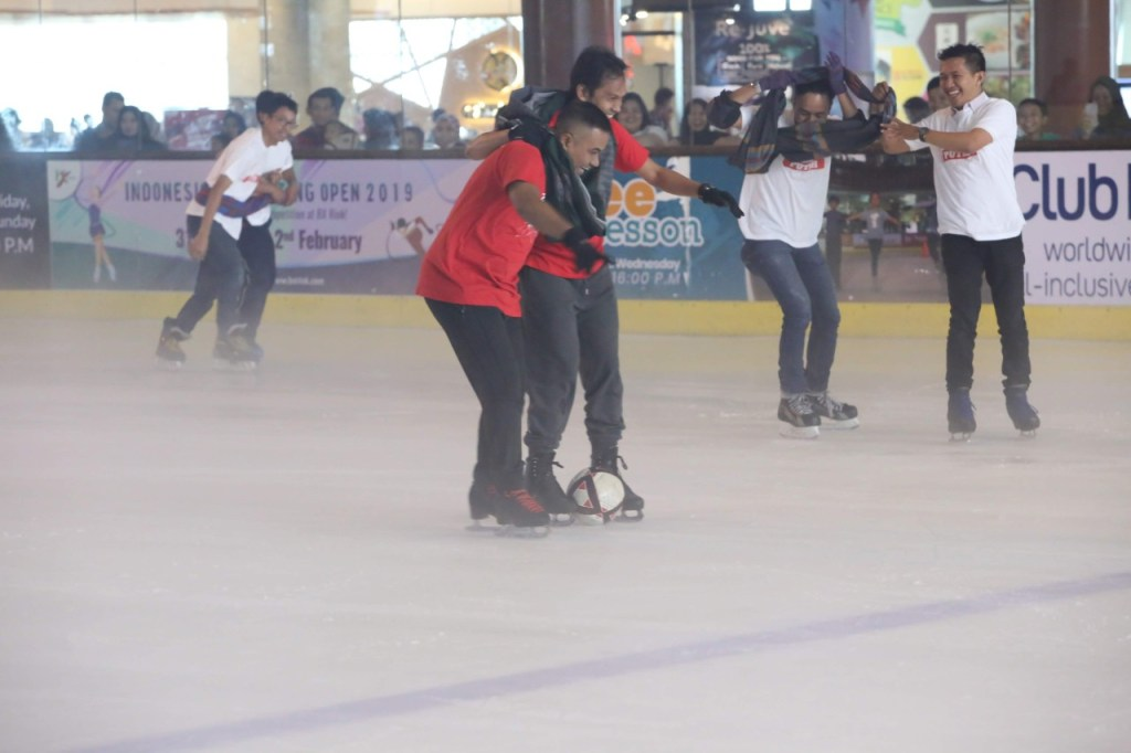 Futsal on Ice di BX Rink Bintaro Xchange Ice Skating RInk HUT RI 74 - 10