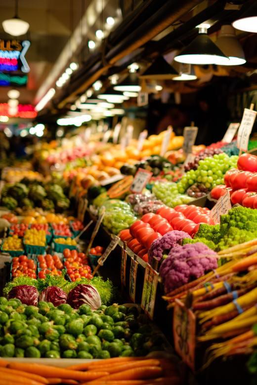 Image of food market. Photo by Thomas Le on Unsplash.