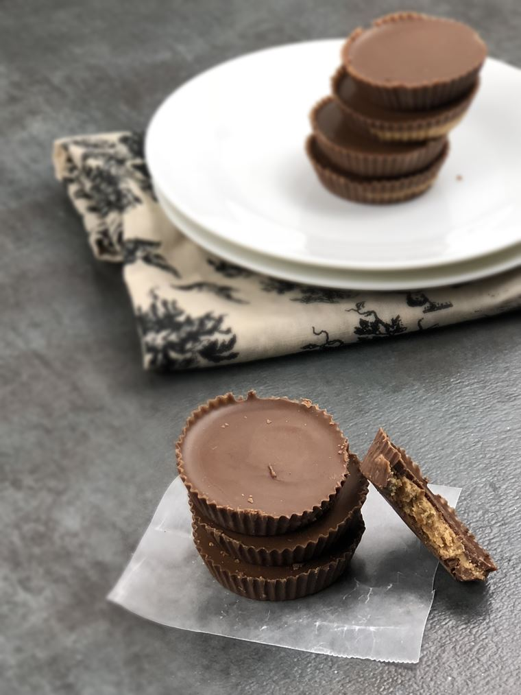 Whoever said that sweets be can't be low carb, lied. I decided to shoot my shot and make Low Carb Reese's Cups, and they turned out great. This candy recipe hit the spot and satisfied my sweet tooth.