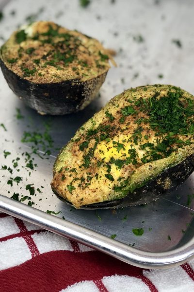 Air Fryer Baked Avocado Egg. Is what dreams are made of. A stuffed avocado filled with an egg and seasonings that make a perfectly healthy breakfast. And bonus, this avocado egg is low carb and keto! #lowcarb #keto #avocado #egg #airfryer