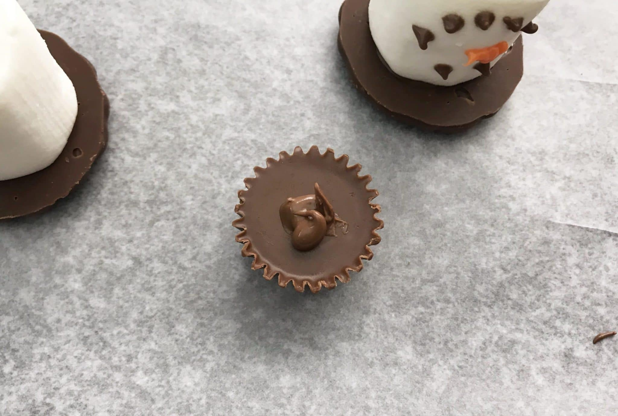 Do you want to build a snowman? Stay inside where it is warm and toasty and make these adorable marshmallow snowman treats. Kids will have a blast helping decorate and making their own little snowmen that they can nibble on later.