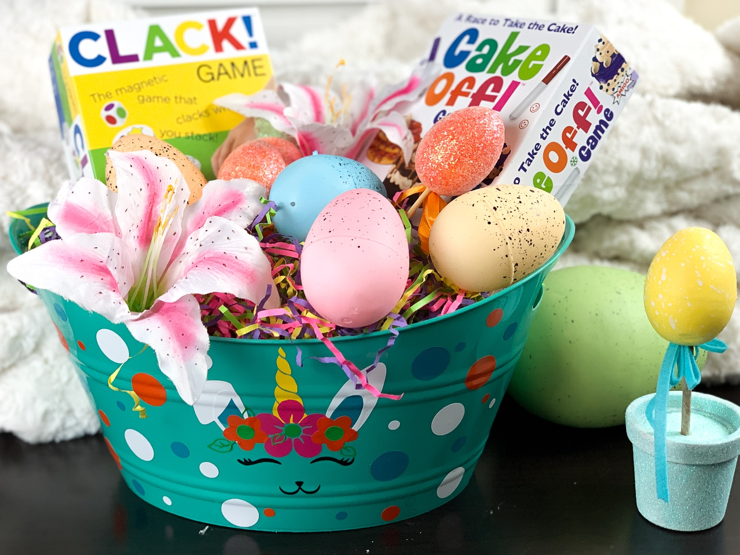 If you are looking for Easter basket ideas using your Cricutyou are in the right place. This DIY Easterbasket cost less than $5 to make. #unicorn #bunnicorn #freesvgfile #easter #diyeasterbasket