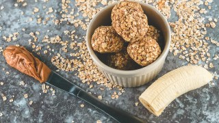Peanut Butter Oatmeal Balls With Banana
