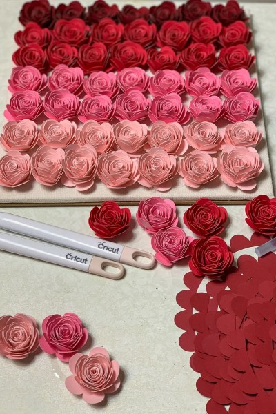rolled paper flower lined up for ombre shadow pox in different shades of pink