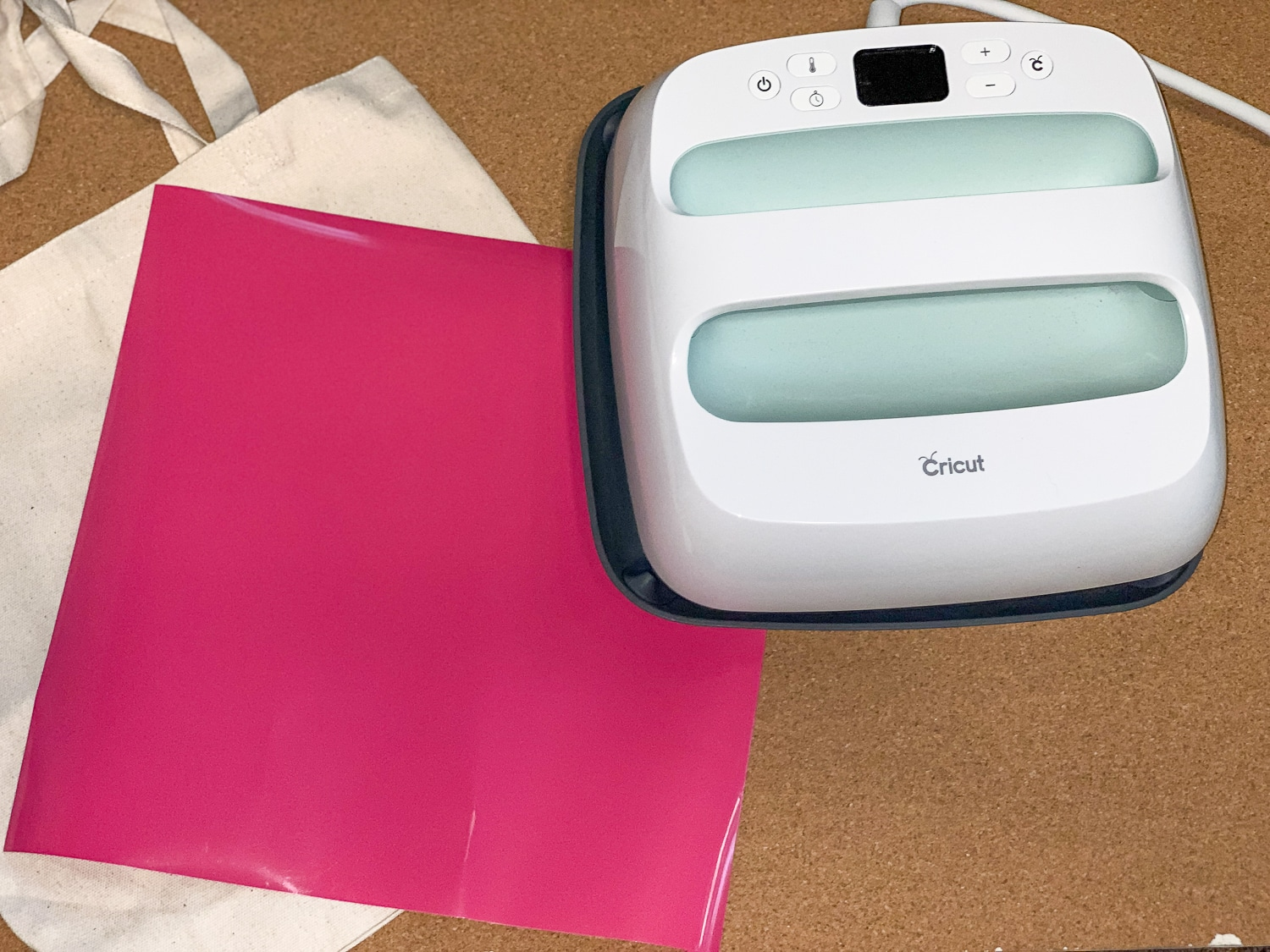 In this post, you will learn How To Make A Tote Bag Your Own With The EasyPress 2 Plus, bonus you will get a free cut file to do it! #cricutmade #cricuteasypress #easypress2 #cricut